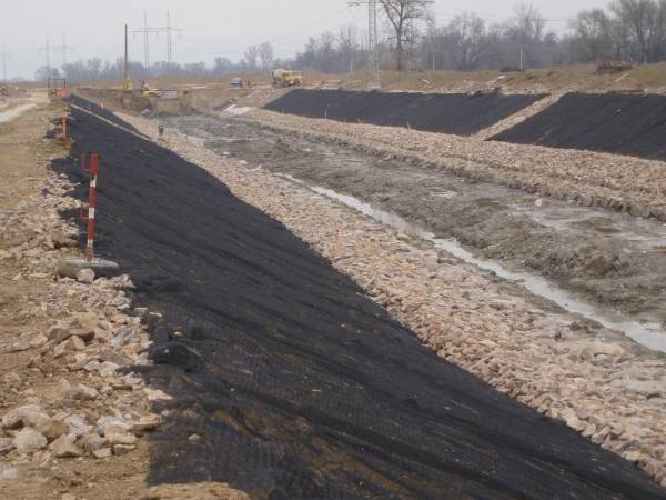 Laying black 3D geomat on the surface of the soil slope for stabilize soil.